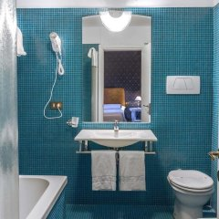 Hotel La Fenice Et Des Artistes ванная фото 2