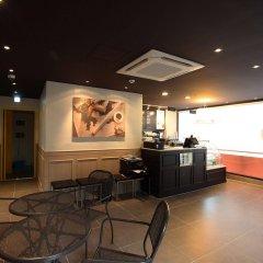 Отель 24 Guesthouse Namsan Южная Корея, Сеул - отзывы, цены и фото номеров - забронировать отель 24 Guesthouse Namsan онлайн гостиничный бар