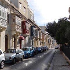 Отель Granny's Inn - Hostel Мальта, Слима - отзывы, цены и фото номеров - забронировать отель Granny's Inn - Hostel онлайн парковка