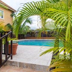 Отель Sparkle Luxury Ямайка, Кингстон - отзывы, цены и фото номеров - забронировать отель Sparkle Luxury онлайн бассейн