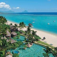 Отель La Pirogue A Sun Resort пляж