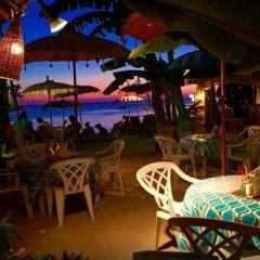 Отель Microtel by Wyndham Boracay Филиппины, остров Боракай - 1 отзыв об отеле, цены и фото номеров - забронировать отель Microtel by Wyndham Boracay онлайн питание фото 2