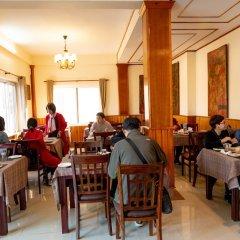 Отель Mukhum International Непал, Катманду - отзывы, цены и фото номеров - забронировать отель Mukhum International онлайн питание