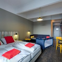 Отель Meininger Brussels City Center Брюссель комната для гостей