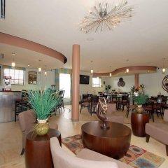 Отель Best Western Plus Manatee гостиничный бар