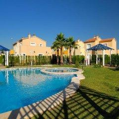 Отель Malibu Beach Испания, Олива - отзывы, цены и фото номеров - забронировать отель Malibu Beach онлайн бассейн фото 3