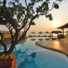 Отель Supatra Hua Hin Resort бассейн
