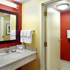 Отель Courtyard Columbus Airport США, Колумбус - отзывы, цены и фото номеров - забронировать отель Courtyard Columbus Airport онлайн ванная