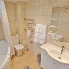 Гостиница Нефтяник в Тюмени 1 отзыв об отеле, цены и фото номеров - забронировать гостиницу Нефтяник онлайн Тюмень ванная фото 2