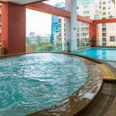 Отель Bandara Suites Silom Bangkok бассейн