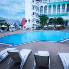 Отель Grand Sole Pattaya Beach Hotel Таиланд, Паттайя - отзывы, цены и фото номеров - забронировать отель Grand Sole Pattaya Beach Hotel онлайн бассейн