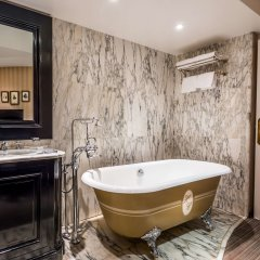 Отель Hôtel Chateaubriand Champs Elysées Париж ванная