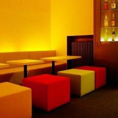 Colour Hotel развлечения