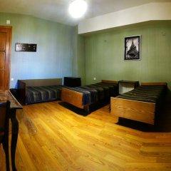 Отель Хостел Kiki Грузия, Тбилиси - 4 отзыва об отеле, цены и фото номеров - забронировать отель Хостел Kiki онлайн комната для гостей фото 2