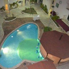 Отель Gorgeous Three Level Penthouse бассейн