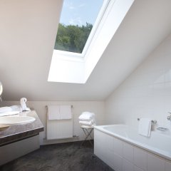 Отель Romantikhotel Die Gersberg Alm Австрия, Зальцбург - отзывы, цены и фото номеров - забронировать отель Romantikhotel Die Gersberg Alm онлайн ванная
