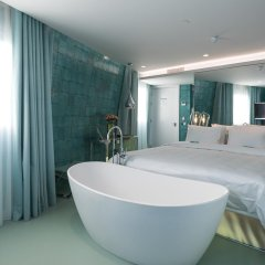 Отель WC by The Beautique Hotels сейф в номере