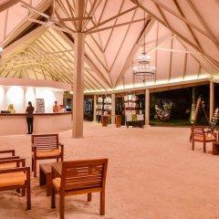 Отель Adaaran Select Hudhuranfushi Остров Гасфинолу интерьер отеля