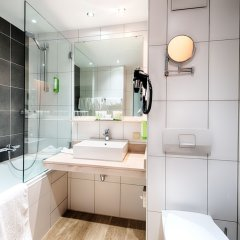 Отель Holiday Inn Munich - South Мюнхен ванная фото 2