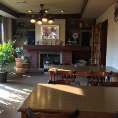 Отель Pension Ivy Яманакако гостиничный бар