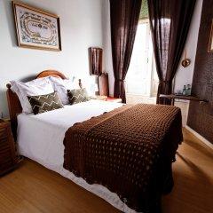 Отель Álvares Cabral Guest House сейф в номере