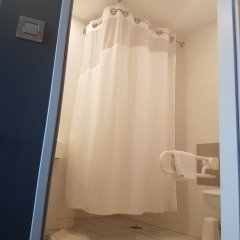 Отель Holiday Inn Express Geneva Airport ванная фото 2