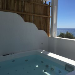 Отель Sea La Vie Beachfront Suites Греция, Остров Санторини - отзывы, цены и фото номеров - забронировать отель Sea La Vie Beachfront Suites онлайн бассейн