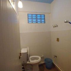 Отель Prasuri Guest House Бангкок ванная фото 2