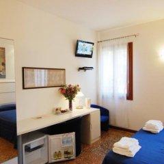 Отель Santa Margherita Guest House Италия, Венеция - отзывы, цены и фото номеров - забронировать отель Santa Margherita Guest House онлайн комната для гостей фото 5