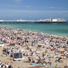 Отель Brighton Getaways-Beach View пляж