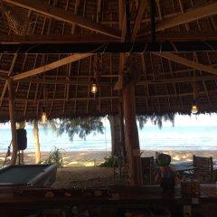 Отель Long Beach Chalet Таиланд, Ланта - отзывы, цены и фото номеров - забронировать отель Long Beach Chalet онлайн гостиничный бар