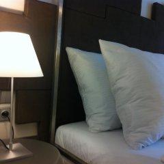 Отель Pure White Прага сейф в номере