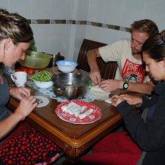 Dalat Backpackers Hostel Далат питание