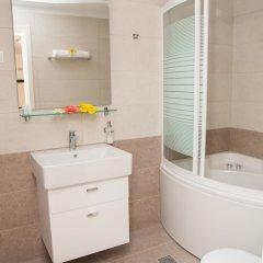 Апартаменты Brentanos Apartments ~ A ~ View of Paradise ванная фото 2