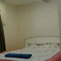 Отель Miggy Guest House Adults Only Бангкок комната для гостей