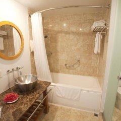Отель Guam Plaza Resort & Spa Гуам, Тамунинг - отзывы, цены и фото номеров - забронировать отель Guam Plaza Resort & Spa онлайн ванная