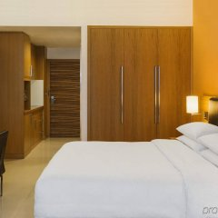 Отель Four Points by Sheraton Downtown Dubai Дубай комната для гостей фото 4
