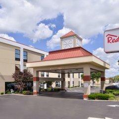 Отель Red Roof Inn & Suites Columbus - W. Broad США, Колумбус - отзывы, цены и фото номеров - забронировать отель Red Roof Inn & Suites Columbus - W. Broad онлайн вид на фасад фото 2