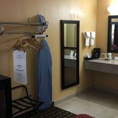 Отель Days Inn by Wyndham Sarasota Bay сейф в номере