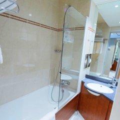 Отель Kyriad Paris Nord Porte de St Ouen ванная фото 2
