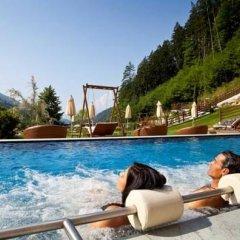 Отель Quellenhof Luxury Resort Passeier Сан-Мартино-ин-Пассирия бассейн