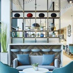 Отель Courtyard by Marriott Luton Airport гостиничный бар