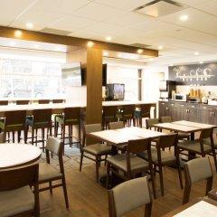 Отель Best Western Plus Suites Downtown Канада, Калгари - отзывы, цены и фото номеров - забронировать отель Best Western Plus Suites Downtown онлайн гостиничный бар