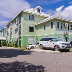 Отель Eight 11 by Pro Homes Jamaica парковка