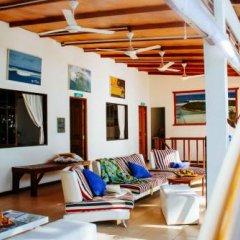 Отель Thulusdhoo Surf Camp Остров Гасфинолу бассейн фото 2