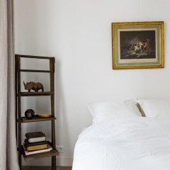 Отель Cosy Hideaway сейф в номере