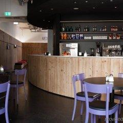 Отель Generator Berlin Mitte Берлин гостиничный бар