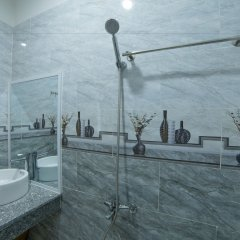 Отель Truong Thinh Homestay Хойан ванная