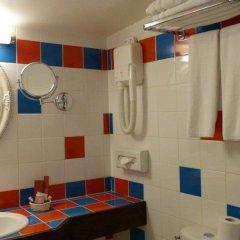 Отель Grand Hôtel Dechampaigne Франция, Париж - 6 отзывов об отеле, цены и фото номеров - забронировать отель Grand Hôtel Dechampaigne онлайн ванная фото 2