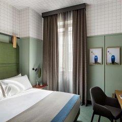 Отель Room Mate Giulia сейф в номере